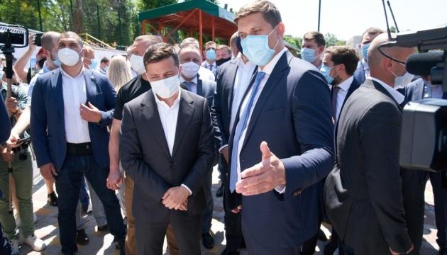 Зеленский в Одесской области побывал в школе и порту