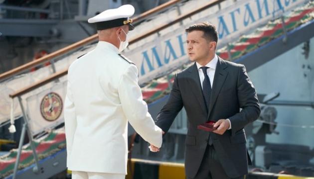 Президент вручив нагороди українським морякам