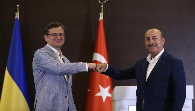 Arbeitsbesuch ukrainischen Außenministers Kuleba in der Türkei