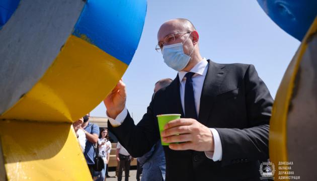 Річниця визволення Слов'янська: Шмигаль і Аваков взяли участь в арт-акції