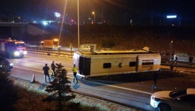 Смертельна ДТП у Туреччині: автобус врізався у бетонний бар'єр