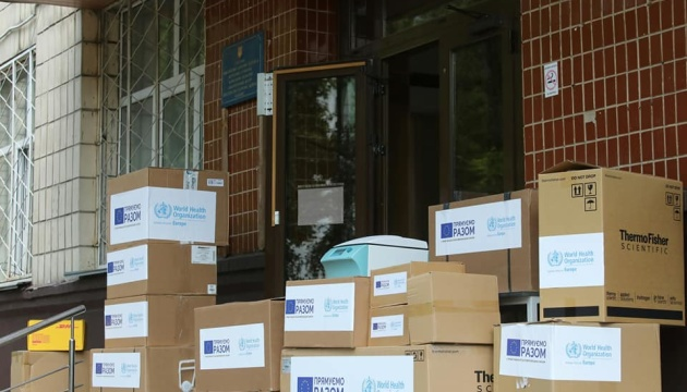 ВООЗ та Євросоюз передали обладнання для 27 лабораторій в Україні