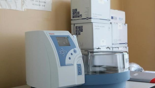 WHOとEU、ウクライナ27の研究所にCOVID-19検査機材を供与