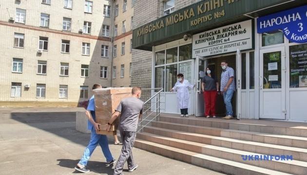 Лікарням Києва передали п'ять апаратів ШВЛ
