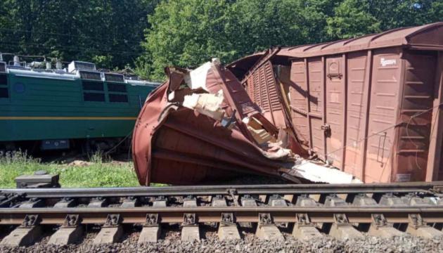 На Кіровоградщині зійшов з рейок вантажний потяг