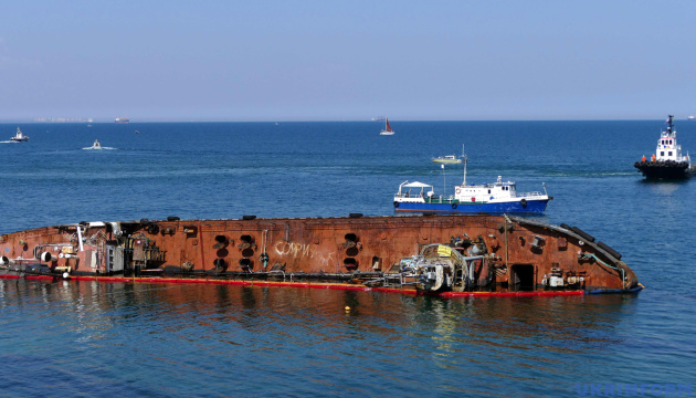 Дві спроби підняти з мілини танкер Delfi завершились невдало