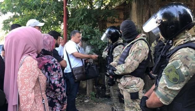 Після обшуків у окупованому Криму затримали сімох кримських татар
