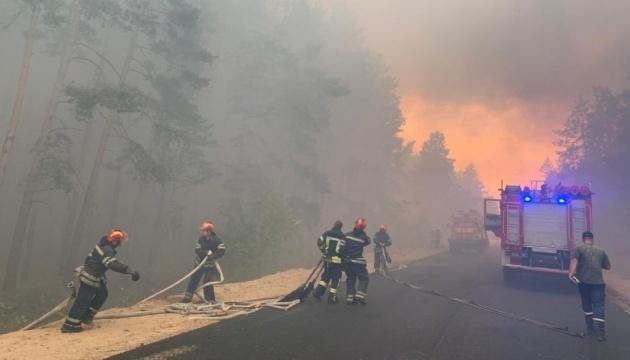 К тушению пожаров на Луганщине привлекли армию и Нацгвардию
