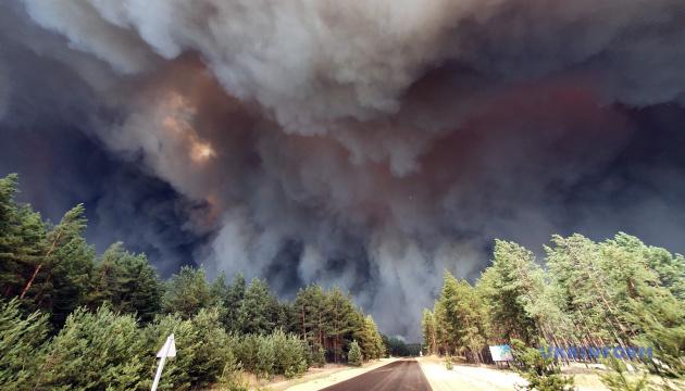 Пожежу на Луганщині гасять 200 одиниць техніки і два літаки