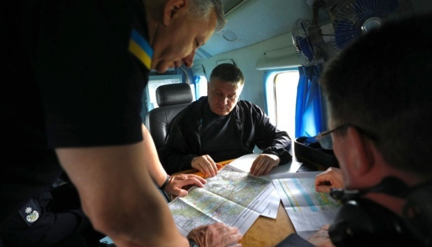 Avakov, Danilov coordinate fire-fighting operation in Luhansk region