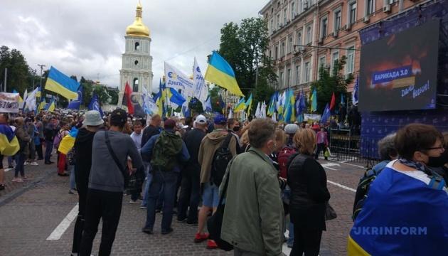 Під Печерським судом – акція на підтримку Порошенка