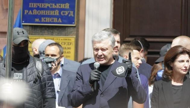 ДБР порушило щодо Порошенка ще чотири справи за заявами Коломойського - адвокат