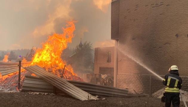 Понад 1,6 тисячі осіб і 200 одиниць техніки: на Луганщині гасять лісові пожежі