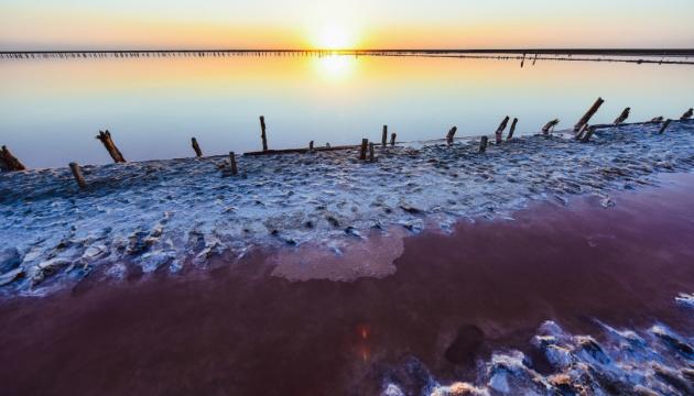 Рожеве озеро: від світанку до ночі