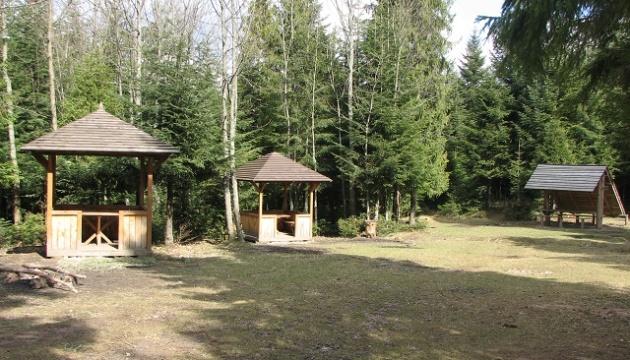 У лісах Львівщини для туристів облаштували 19 пікнік-локацій
