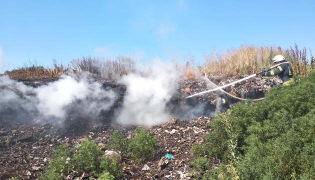 На Київщині загорілося сміттєзвалище