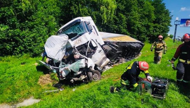 На Львівщині зіткнулися 4 авто: є загиблі та постраждалі