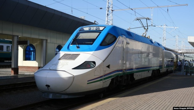 Узбекистан з понеділка закриває аеропорти та залізничні вокзали