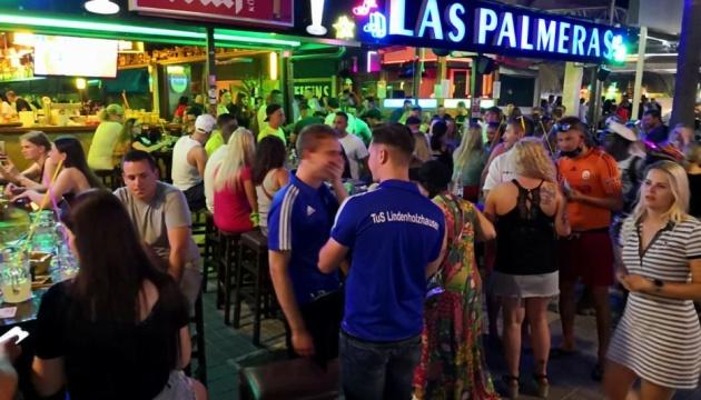 На Мальорці німецькі туристи попри карантин влаштували масову вечірку