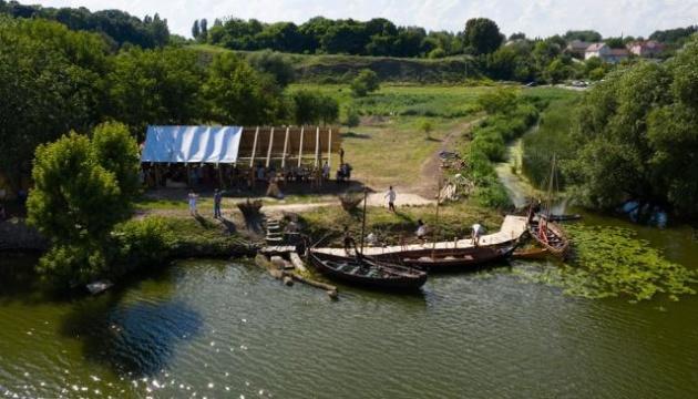 У Рівному триває фестиваль прадавніх човнів