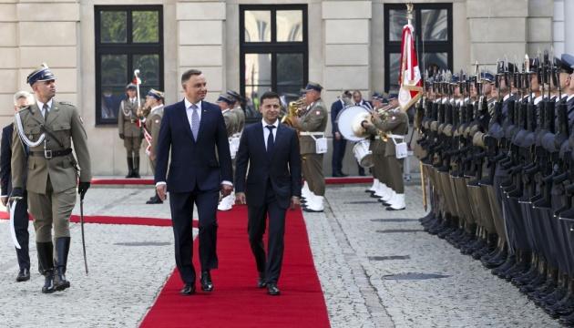Зеленський привітав Дуду з перемогою і запросив в Україну
