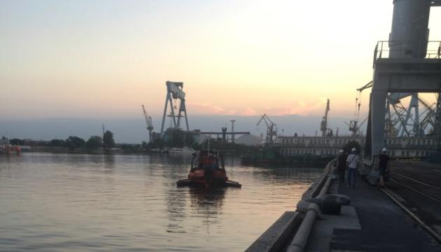 У Миколаївському морському порту ліквідували розлив рослинної олії