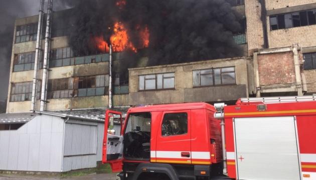 У Чернівцях – пожежа на взуттєвій фабриці