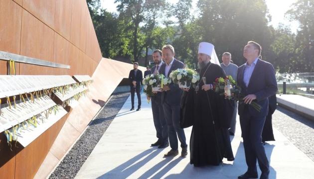 Epiphanius visits Heavenly Hundred Heroes memorial in Lviv