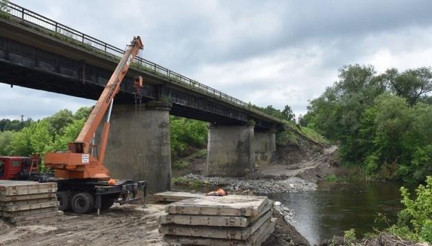 На Житомирщині починають ремонт мосту через річку Случ