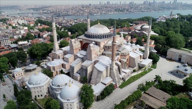 На территории Айя-Софии в Стамбуле демонтировали музейный знак