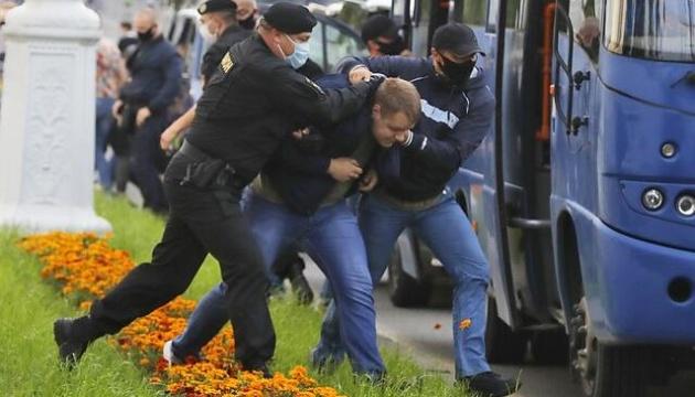 В Минске милиция применила светошумовые гранаты