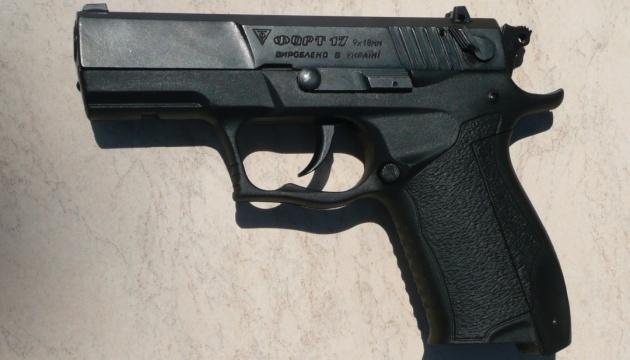 Укрпочта закупила сотни пистолетов