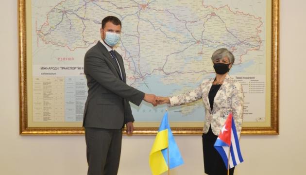 Криклий и посол Кубы обсудили сотрудничество в авиации