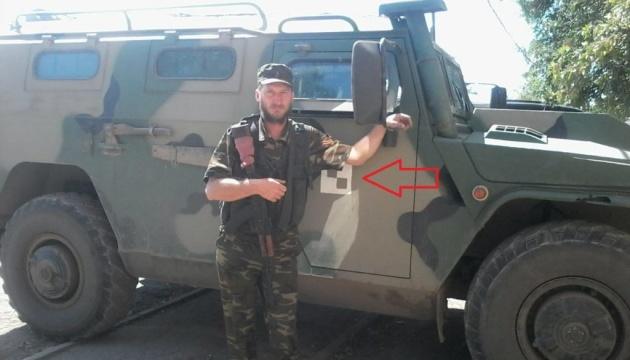 """Російська техніка на Донбасі: дрон зафіксував бронеавтомобіль """"Тигр"""""""