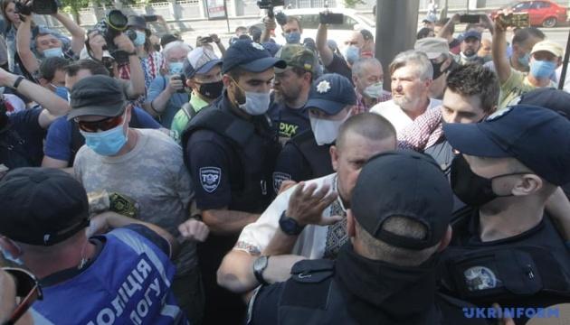 Un affrontement entre les militants et la police devant la Rada