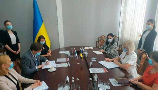 Денісова підписала меморандум про співпрацю з координатором проєктів ОБСЄ в Україні