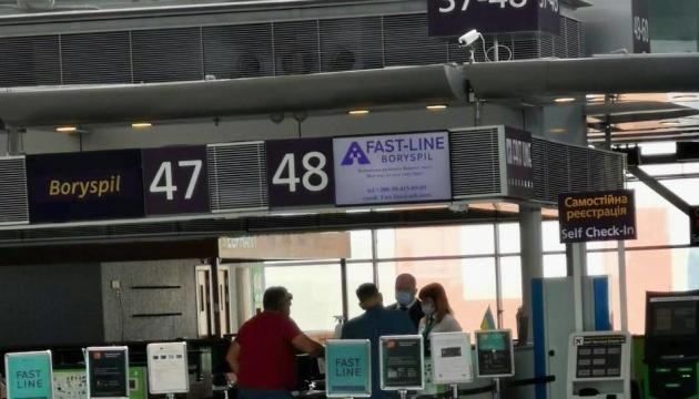 В Україні три аеропорти відкрили пункти тестування на COVID-19