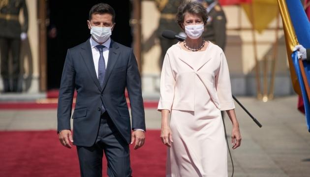 Президенти України та Швейцарії поїхали на Донбас