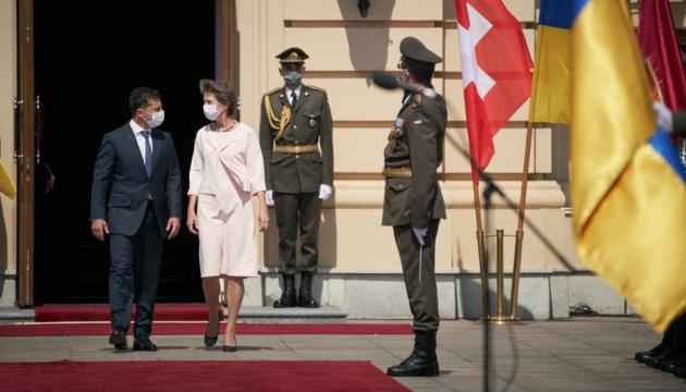 Zelensky: Suiza asigna 108 millones de francos en ayuda humanitaria a Ucrania