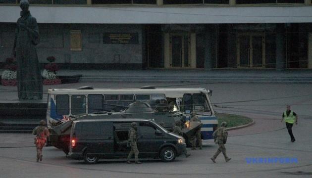 Серед звільнених заручників немає поранених, інших вибухових пристроїв терорист не заклав — МВС