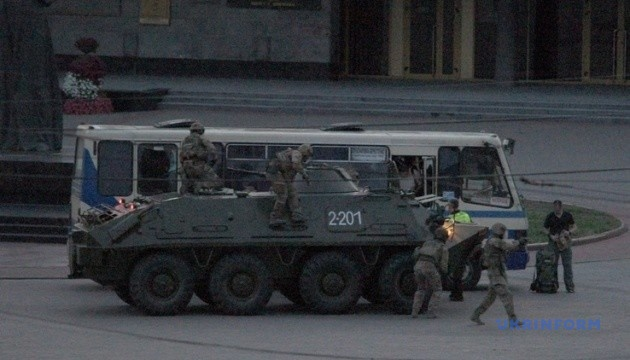 В ОП говорят, что Президент уговорил террориста сдаться и отпустить заложников