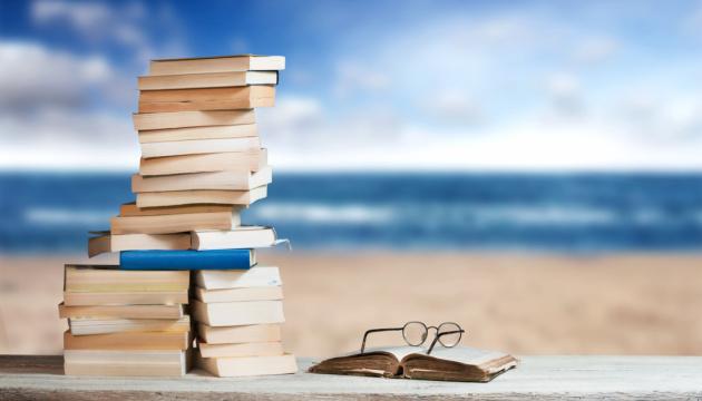 Що почитати у липні: 10 книжок для відпустки
