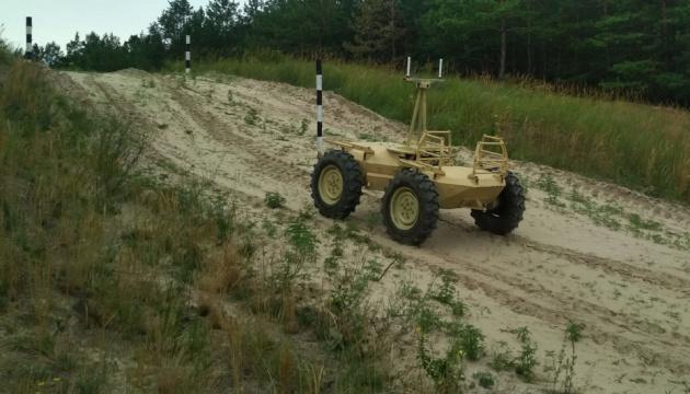 """В Україні випробовують """"наземний безпілотник"""" для армії"""
