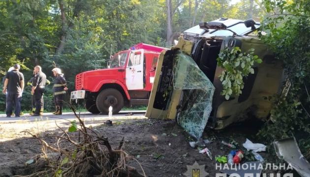 На Вінниччині легковик зіткнувся з вантажівкою, четверо людей загинули