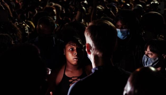 Мер Портленда постраждав від сльозогінного газу на протестах