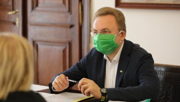 Садовий випереджає Синютку на виборах до Львівської ОТГ