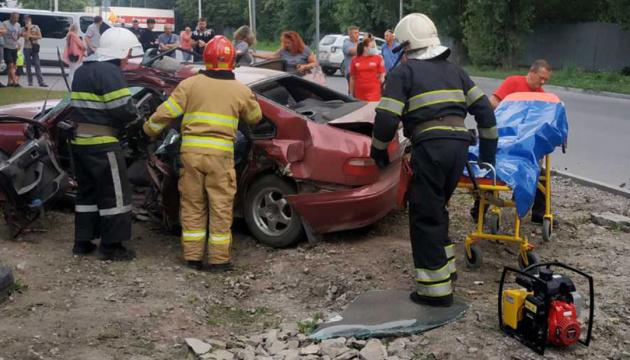 Автотроща на Хмельниччині: Honda не пропустила швидку, є постраждалі
