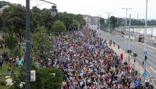 Ограничения свободы СМИ в Венгрии: протестующие пришли под офис Орбана