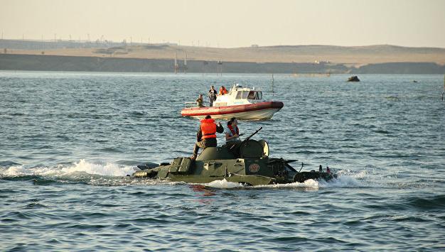 Російська бронемашина не подолала Керченську протоку і потонула