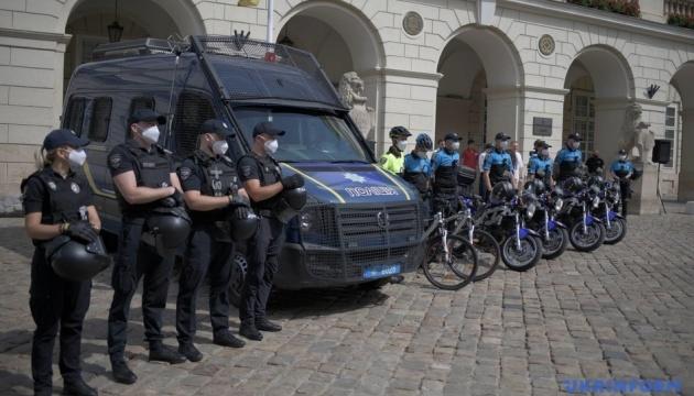 На улицы Львова выехали полицейские мотопатрули